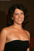 "Lauren Graham Yes, the little girl who played Laura on 'Little House On the Praire'. Is now all grown up, she is also the President of the Screen Actors Guild. She has definitly feeled out. Foto 80 (Лорэн Грэхам Да, девочку, которая играла Лаура на ""домик на Прэр"".  Фото 80)"
